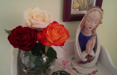 Roses + Mary = very good combo.